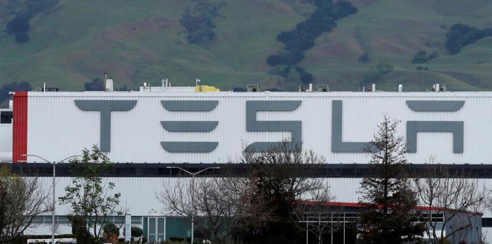 El condado de Alameda ordena el cierre de la planta de montaje de Tesla