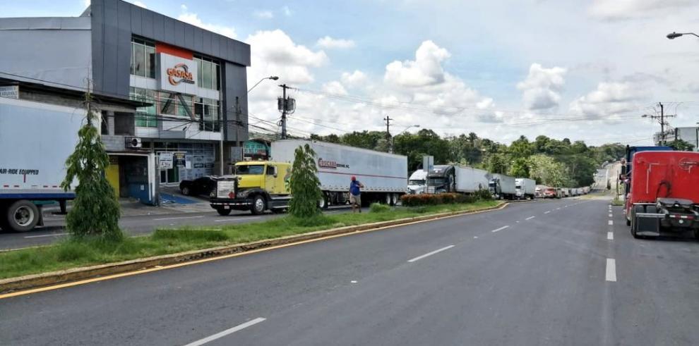Costa Rica estableció custodios policiales a través de caravanas donde solo se permitirá una parada a transportistas de carga.
