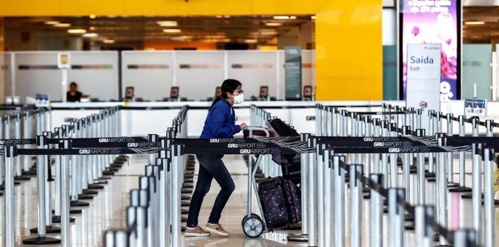 24/05/2020 20:25 (UTC) Credit: EFE Source: EFE/EFE Author: Sebastiao Moreira Topic: Health » Epidemic and plague Una mujer usa máscaras como precaución contra la propagación del nuevo coronavirus COVID-19 en el Aeropuerto Internacional de Sao Paulo (Brasi