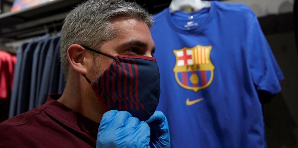 Mascarillas con logo del F.C. Barcelana