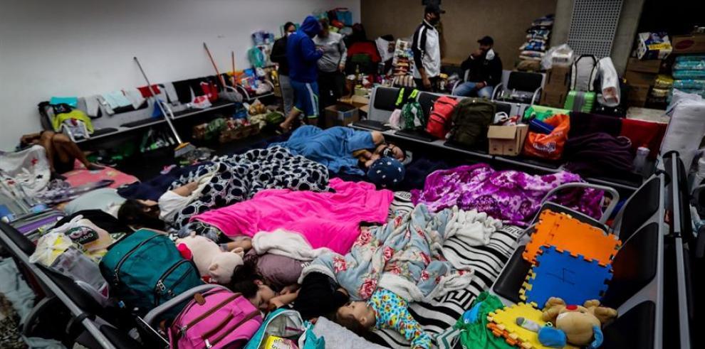Colombianos varados en aeropuerto de Brasil