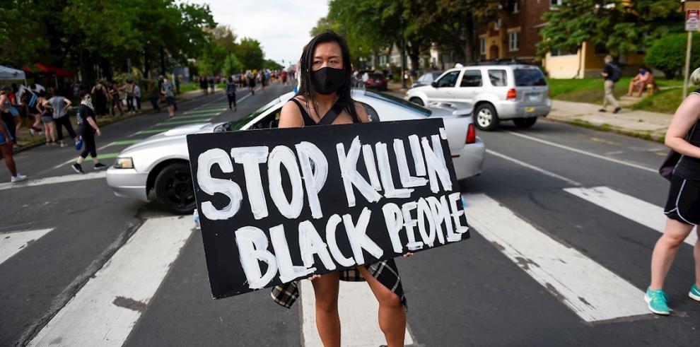 Miles protestan por la muerte de afroamericano a manos de policías en EE.UU.