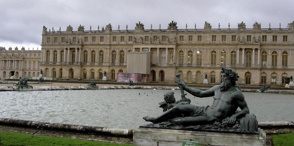 Fachada del palacio de Versalles que da al jardín.
