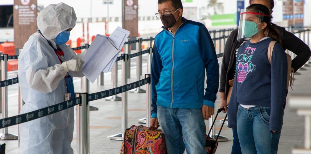 Pasajeros en el aeropuerto de Quito