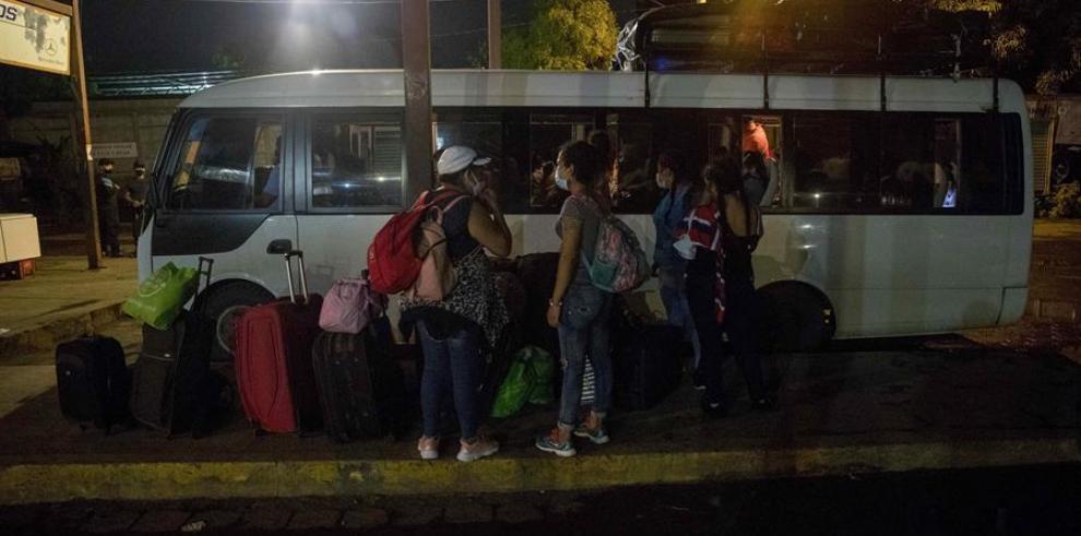 Ingresan a Nicaragua 89 nacionales que permanecían varados en Panamá