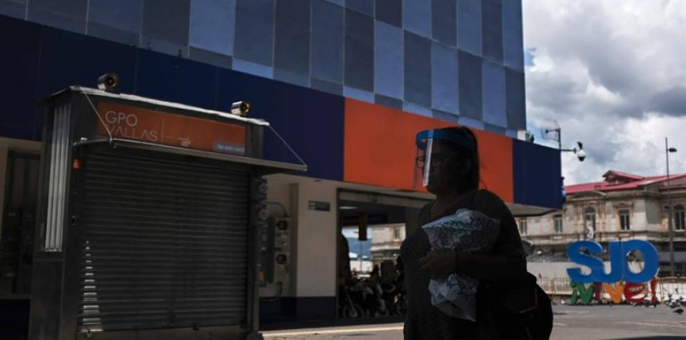 Una ley contra la usura crediticia agita el mercado financiero en Costa Rica