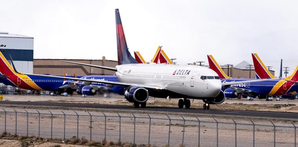 Las grandes aerolíneas de EE.UU. solicitarán préstamos federales por COVID-19