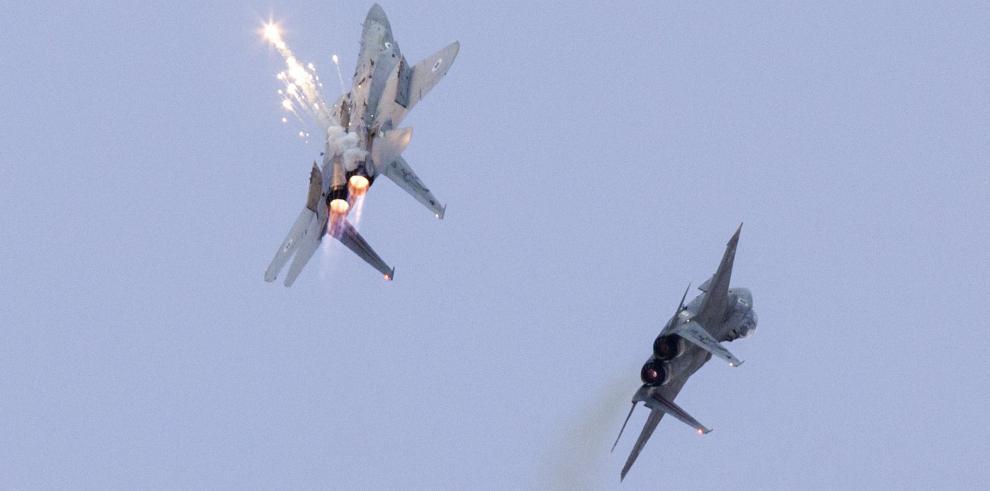 Dos aviones de combate F-15 de la Fuerza Aérea israelí en acción