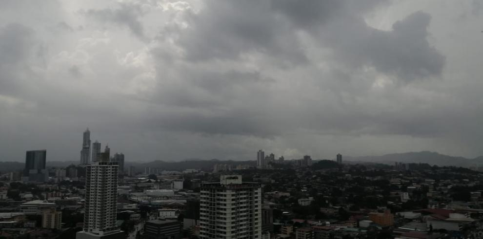 Panorámica lluviosa de la ciudad de Panamá
