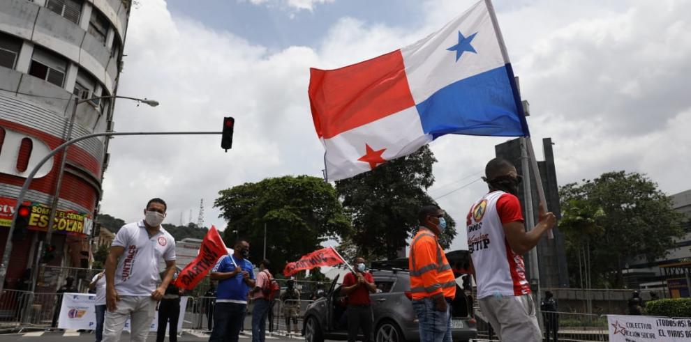 Protesta de obreror organizados en contra de la reforma temporal al Código de Trabajo