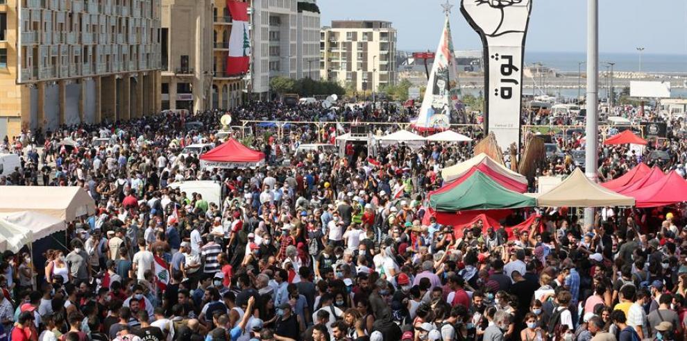 Enfrentamientos entre manifestantes y Policía frente al Parlamento en Beirut