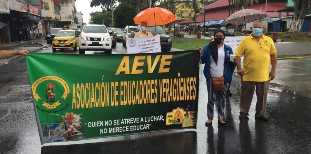 Docentes protestan en Colón
