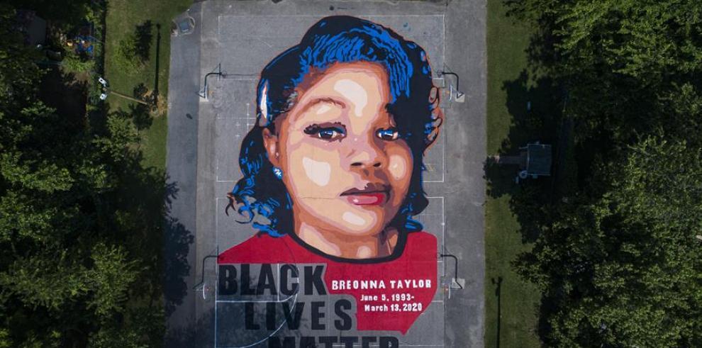 Vista de un miral con la imagen Breonna Taylor, una joven afroamericana de 26 años que murió el pasado 13 de marzo