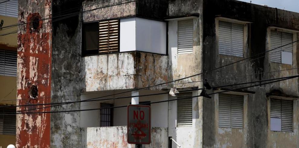 Fotografía este jueves de una casa sin techo debido al paso del huracán María hace tres años en San Juan