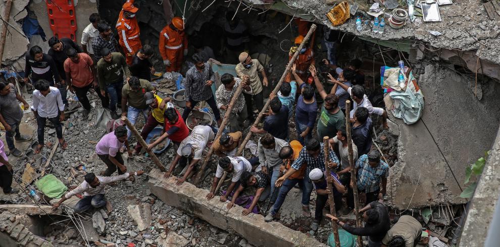 Derrumbe de un edificio residencial en la India