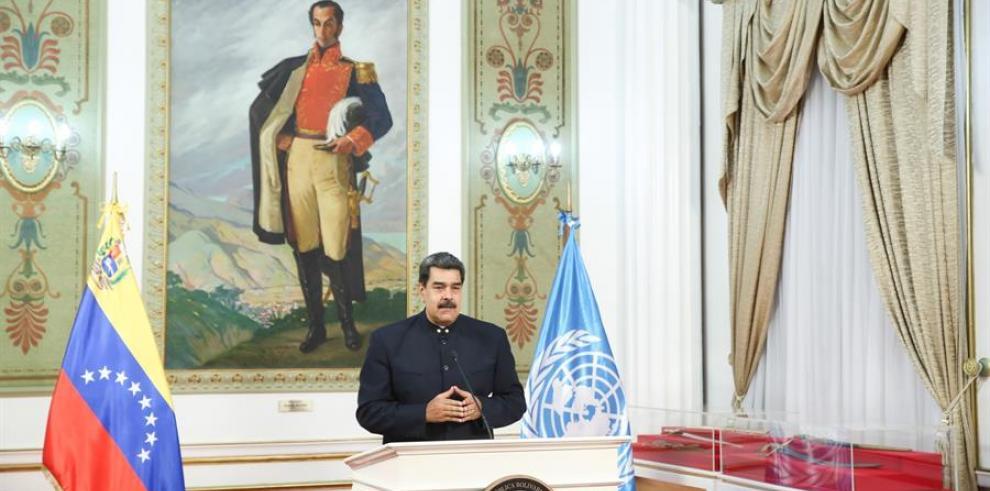 Fotografía cedida por prensa de Miraflores del presidente venezolano Nicolás Maduro durante declaraciones, este miércoles, en Caracas (Venezuela).