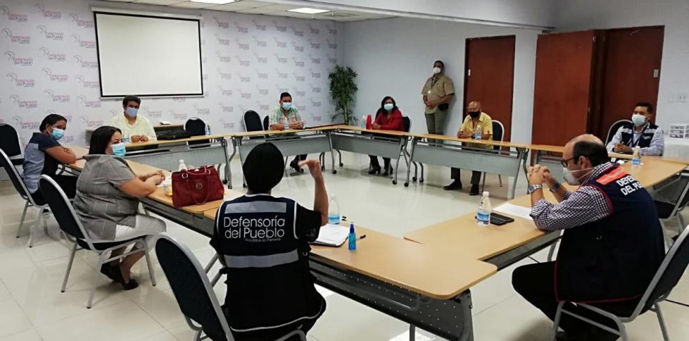 Exfuncionarios del Minseg reunidos con personal de la Defensoría del Pueblo