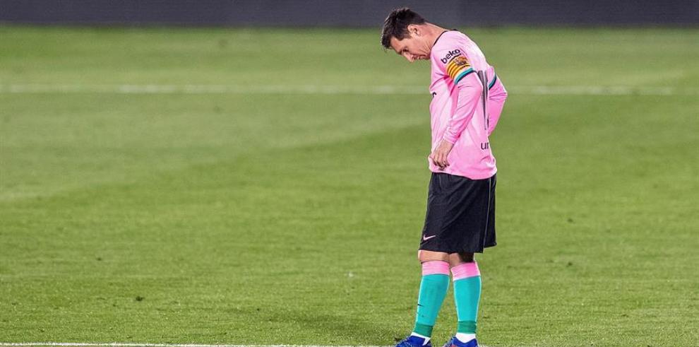 El delantero del FC Barcelona Leo Messi tras encajar el gol del Geatafe, durante el partido de Liga en Primera División que se disputó en el Coliseum Alfonso Pérez de la localidad madrileña.