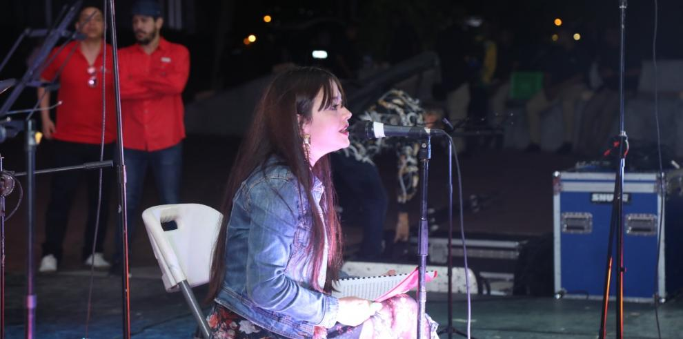 Ela Urriola, ganadora del Concurso Carlos Francisco Changmarin 2020