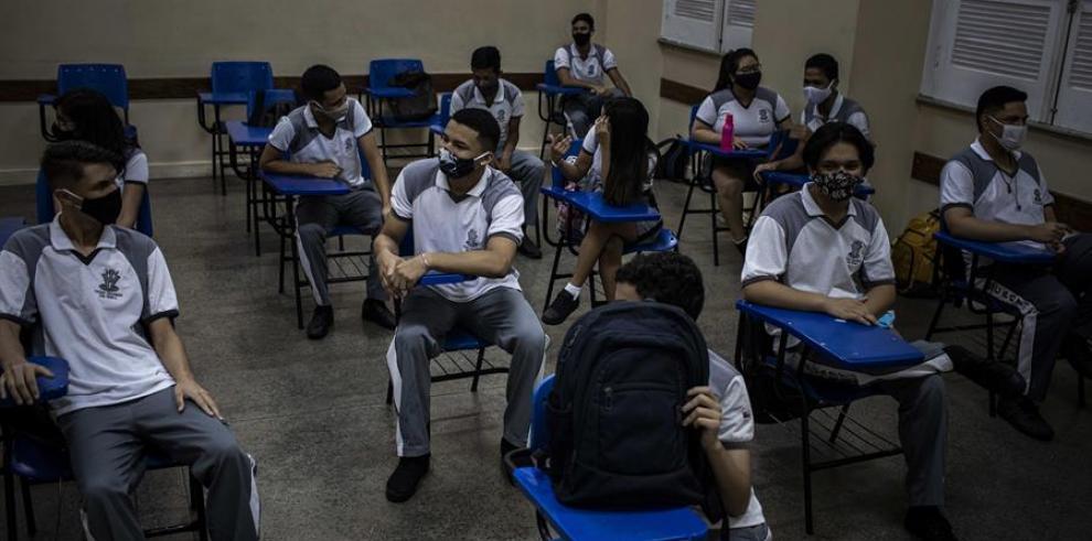 Estudiantes asisten al inicio de clases en el Colegio Amazonense Dom Pedro II, en Manaos, Amazonas (Brasil)