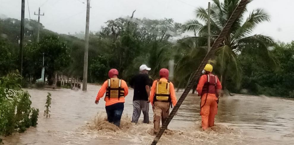 Las lluvias en Chiriquí ocasionaron inundaciones y deslizamientos de tierra, dejando a cientos de familias damnificadas.