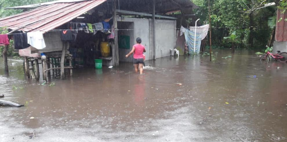 Cientos de personas fueron afectadas por las inundaciones y se quedaron sin viviendas.