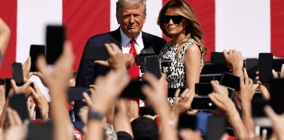 Ppresidente estadounidense, Donald Trump, y a su esposa, Melania Trump