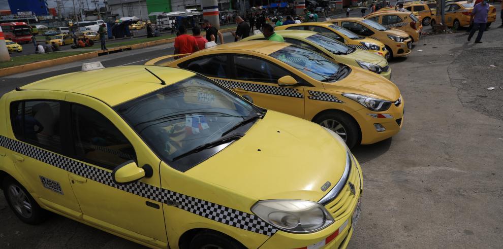 Luego de dos días de protestas la ATTT vuelve a aplicar el par y non al servicio de taxis