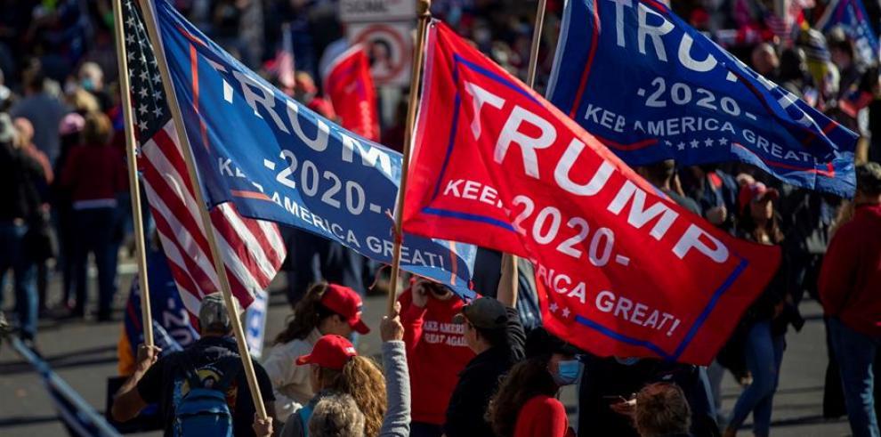 Miles denuncian en Washington fraude electoral sin pruebas, jaleados por Trump