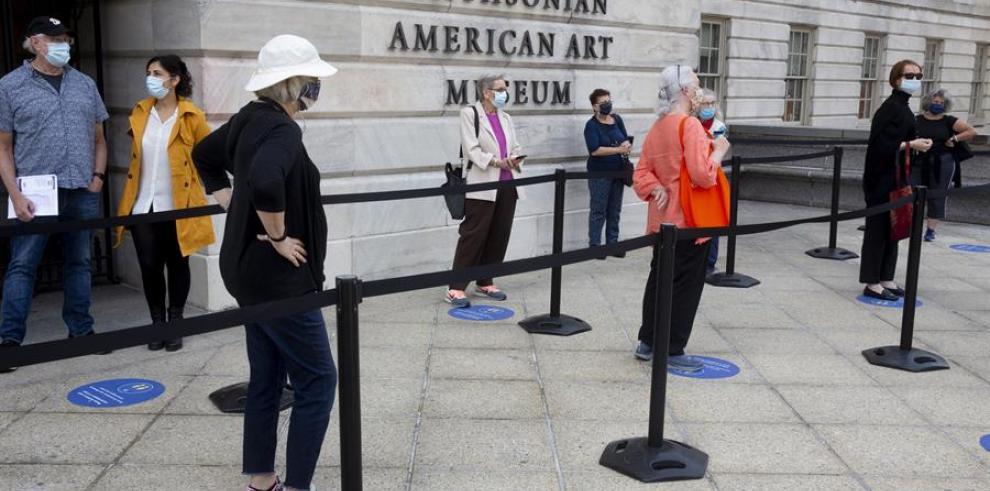 Vista de la entrada al Smithsonian American Art Museum, en Washington