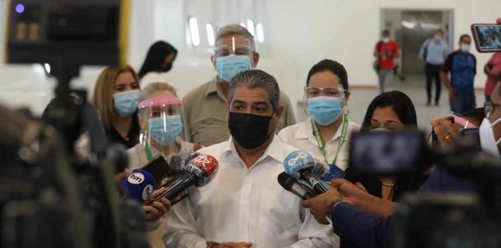 Luis Francisco Sucre, hoy, jueves 8 de enero, durante un recorrido por las instalaciones del Instituto Técnico Superior Especializado (ITSE).