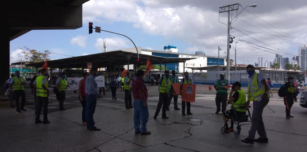 Piqueteo de trabajadores de MiBus en la 5 de mayo