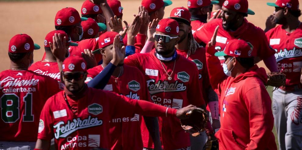 Jugadores de Panamá festejan su triunfo ante Venezuela en Mazatlán (México) por la Serie del Caribe.Carlos Ramírez | EFE