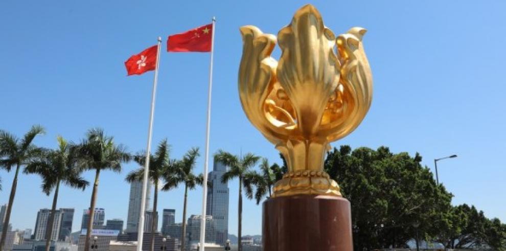 La bandera nacional de China y la bandera de RAE