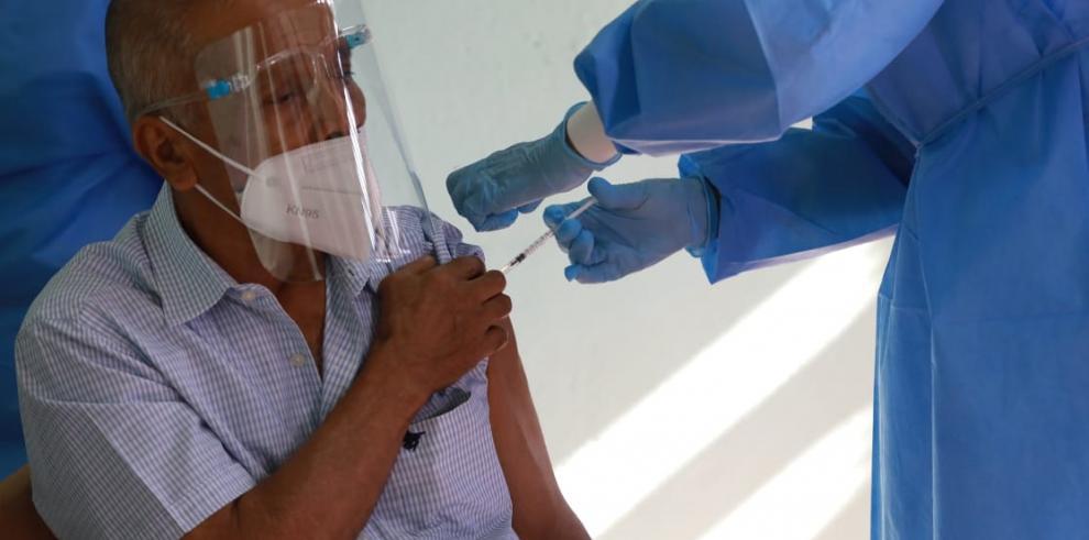 Comienza fase 2 de vacunación con adultos mayores de 60 años en San Miguelito
