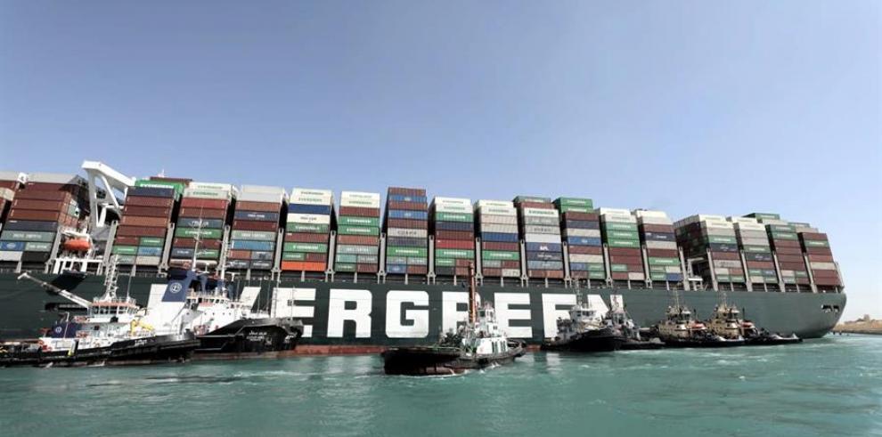 Ever Given, el portacontenedores encallado en el canal de Suez