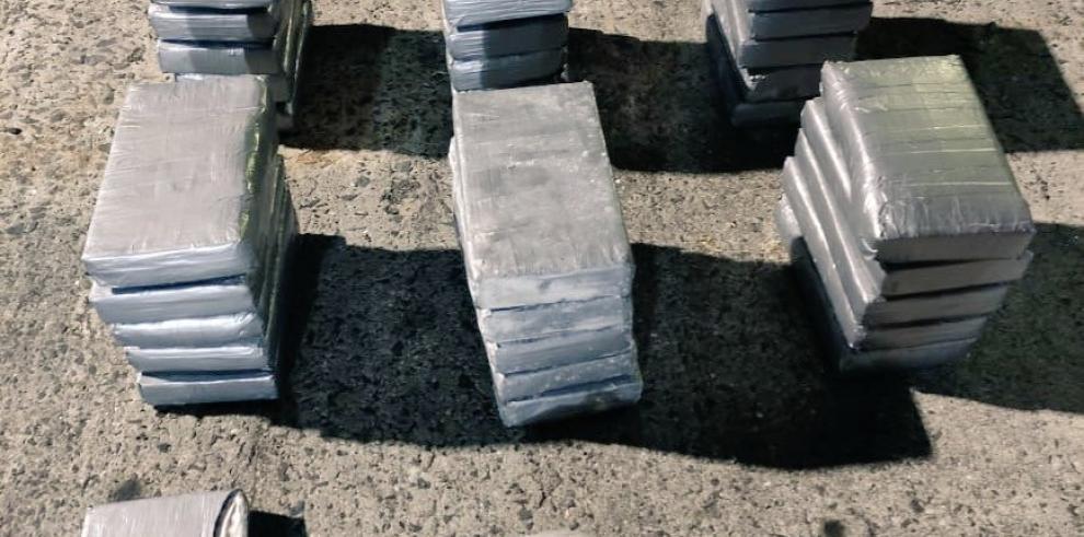 Decomisan 46 paquetes de droga en el puerto de Balboa