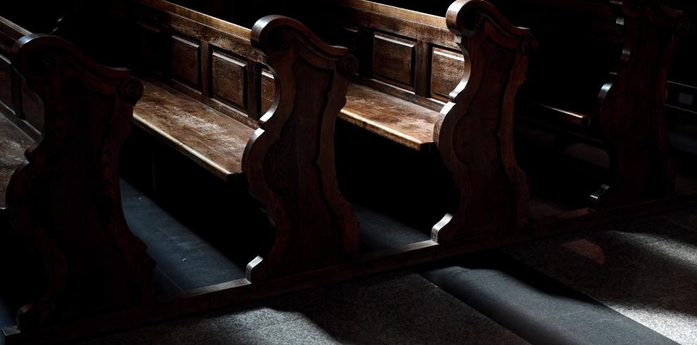 Bancos de una iglesia