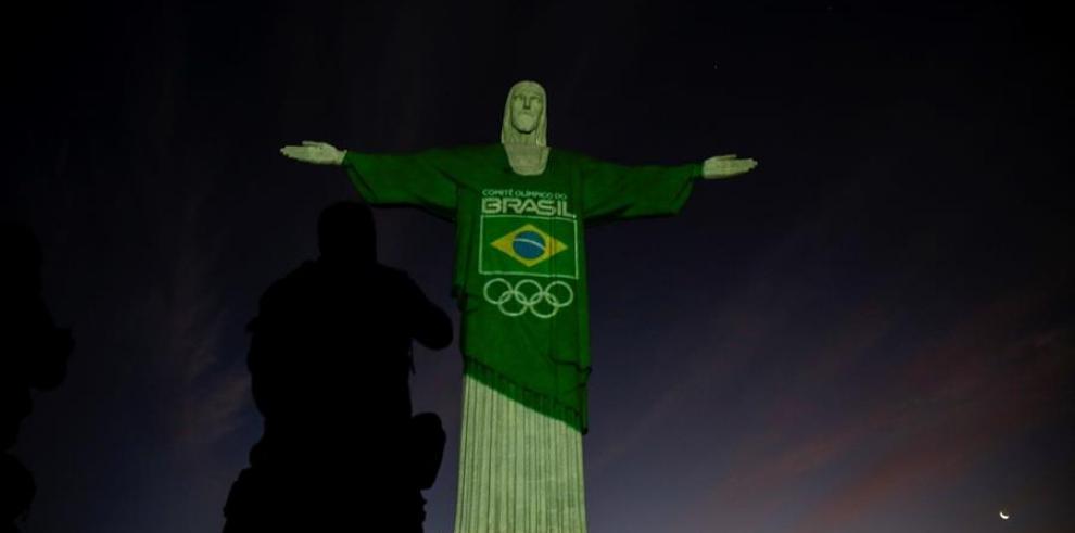 El Comité Olímpico Brasileño (COB) iluminó este miércoles el Cristo Redentor