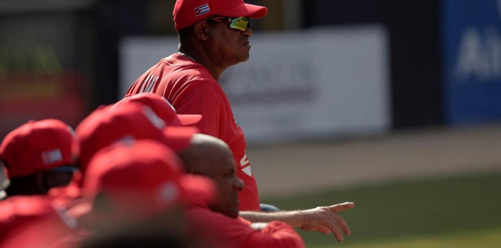 La Comisión Nacional de Béisbol (CNB) de Cuba informó este viernes que en la selección de la isla, que será dirigida por Pablo Civil