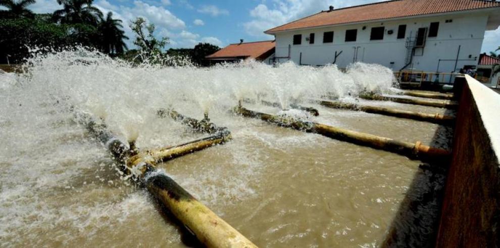 Suministro irregular en comunidades de Arraiján y Panamá por trabajos potabilizadora de Miraflores.