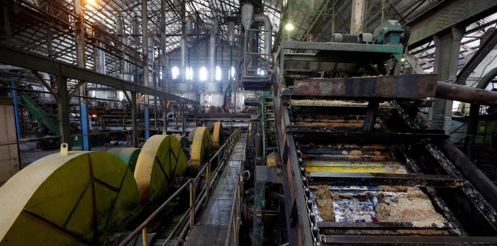 Vista del interior del Central Azucarero Boris Luis Santa Coloma, que permanece en paro de su producción de azúcar, el 29 de abril de 2021 en Madruga, Mayabeque