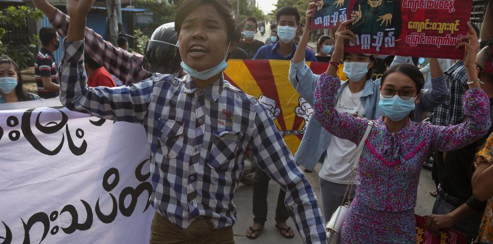 El Movimiento de Desobediencia Civil (MDC) contra la junta militar de Birmania mostró este miércoles su solidaridad con los participantes de las protestas en Colombia en las que han muerto 19 personas y más de 800 han resultados heridas.