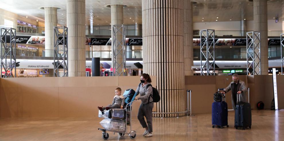 Pasajeros en el aeropuerto internacional de Ben Gurion, cerca de Tel Aviv, Israel.