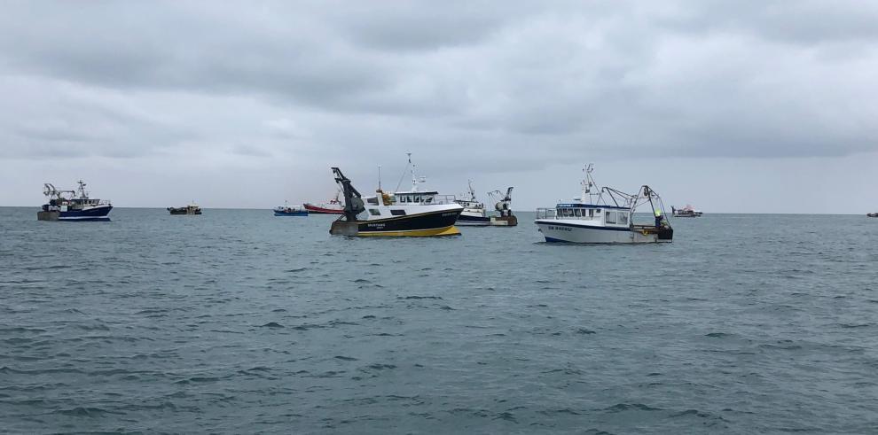Bruselas llama a la calma pero critica las nuevas condiciones que exige Londres para pescar en la isla de Jersey