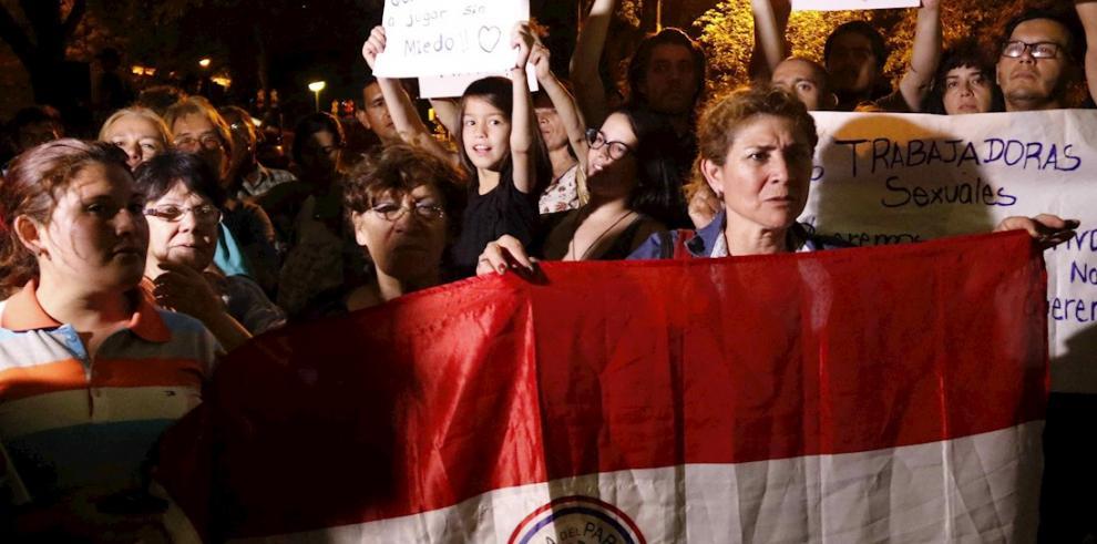 Protesta de mujeres en Paraguay por femicidios.