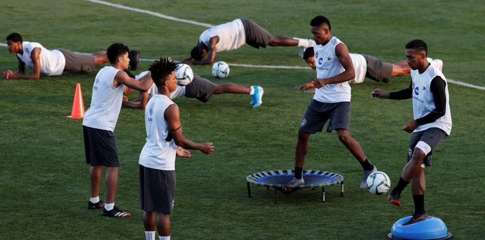 En la imagen, jugadores del Tauro F.C.