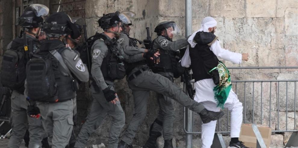 200 palestinos heridos en choques con la Policía israelí en la Explanada de Al Aqsa