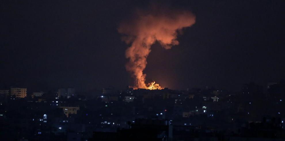 El Ejército israelí confirmó hoy que sus tropas no entraron en la Franja de Gaza durante la intensa operación militar sobre el enclave esta madrugada y tras las informaciones que apuntaron al inicio de una ofensiva terrestre