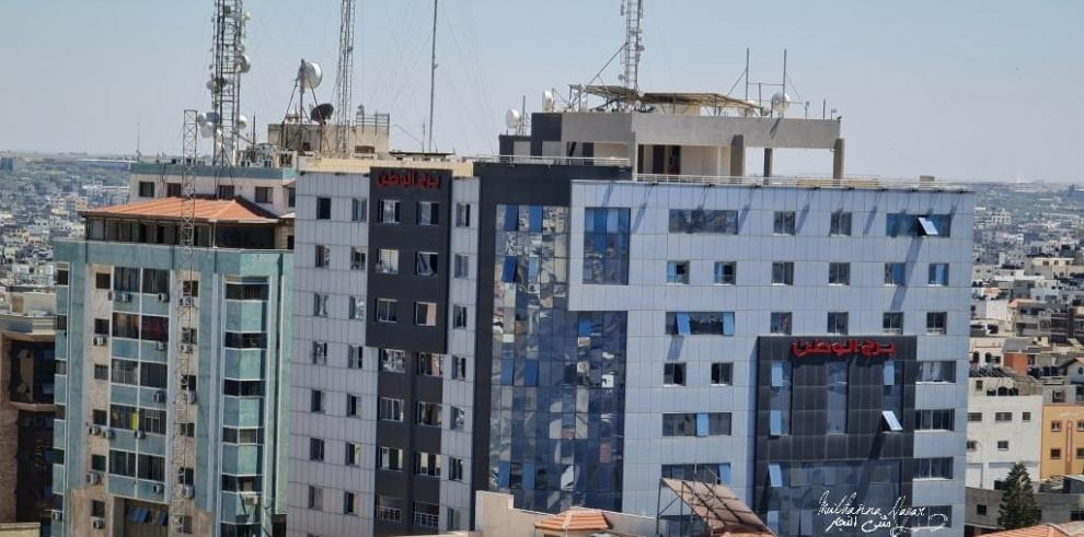 Israel bombardea otra torre en Gaza, sede de la agencia AP y de Al Jazeera
